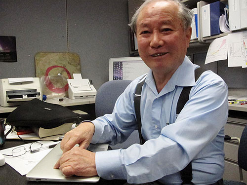 jpg Syun-Ichi Akasofu in his office.
