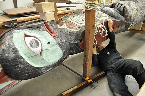 jpg Tlingit Master Carver Wayne Price examines the Yax té (Big Dipper) totem