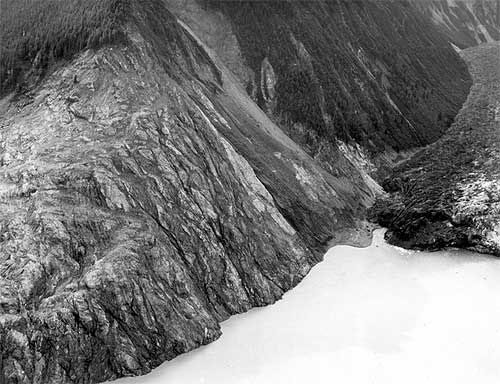 jpg Scar at the head of Lituya Bay and wave damage on the north shore, from southwest of Gilbert Inlet to La Chaussee spit. August 9, 1958.