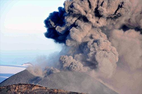 jpg Ash erupts from Veniaminof volcano near Chignik, Alaska, August 18, 2013. Alaska Volcano Observatory / U.S. Geological Survey.