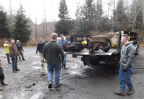 jpg Heavy auto parts loaded on 5-ton truck
