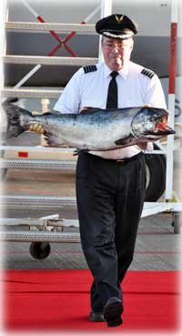 jpg ALASKA AIR CARGO DELIVERS SEASON'S FIRST COPPER RIVER SALMON TO SEATTLE