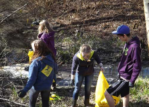 jpg Students cleaning the area between TSAS and Schoenbar School