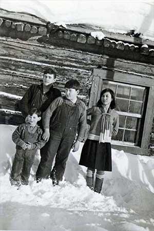 jpg School kids at Franklin, Alaska, in 1931.