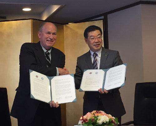 jpg Governor Walker Discusses LNG in Japan