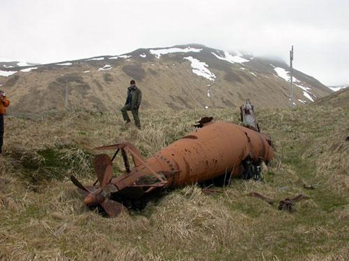 jpg Japan's torpedo-like submarine rusts into an Alaska island