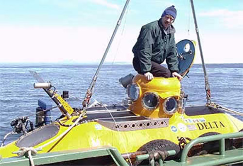 jpg NOAA Fisheries biologist Bob Stone prepares to dive for sponges in the Delta submersible.