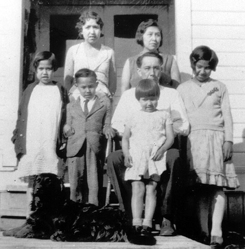 jpg Paul & Nettie Jones and family, 1920s