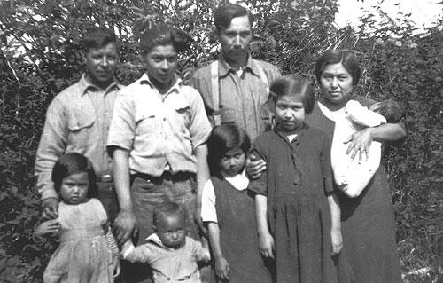 jpg The Jones family and Bob Reese, 1920s